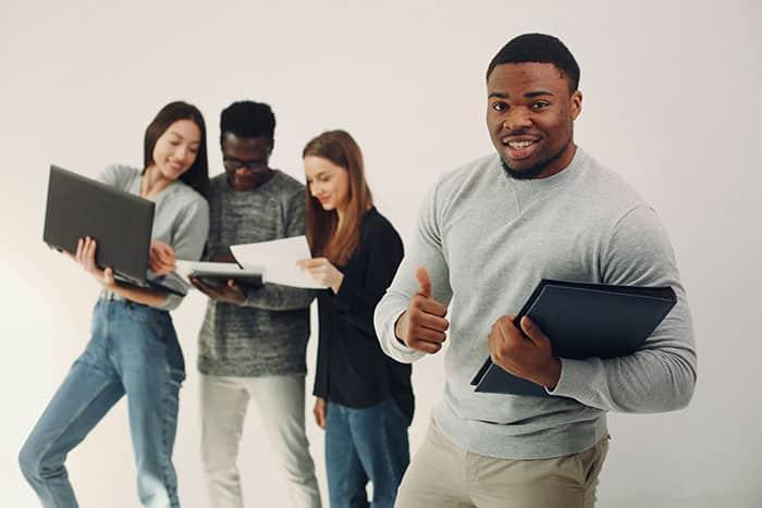 Mentor Profissional - jovem aprendiz natura - jovens fazendo inscrição no programa