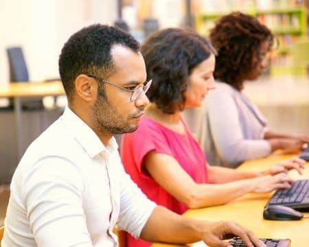 Mentor Profissional - Cursos gratuitos escon - pessoas estudando